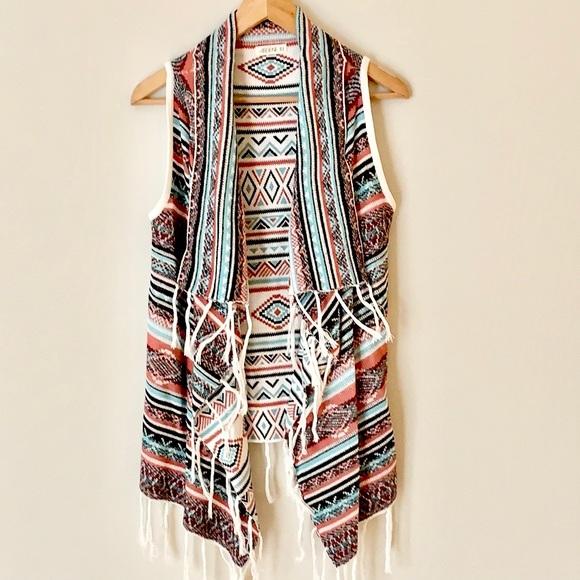 NWOT Sleeveless Fringed Boohoo Vest